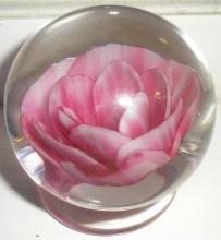 Degenhart crimp rose paperweight
